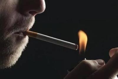 电子烟有危害吗_电子烟有什么危害_吸食一盒万宝路电子烟弹危害