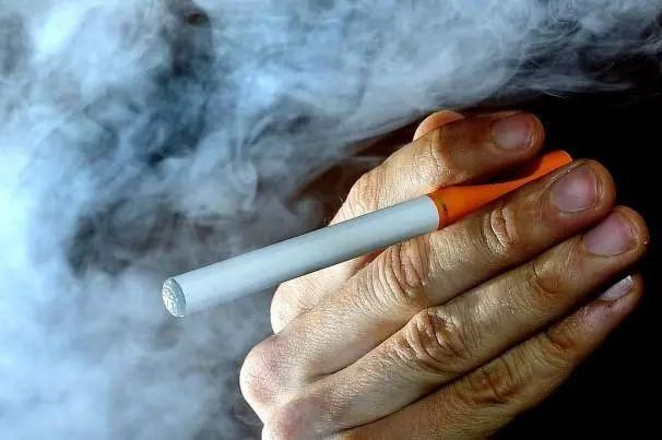 万宝路电子烟弹有危害_吸电子烟有危害吗_电子烟有危害吗