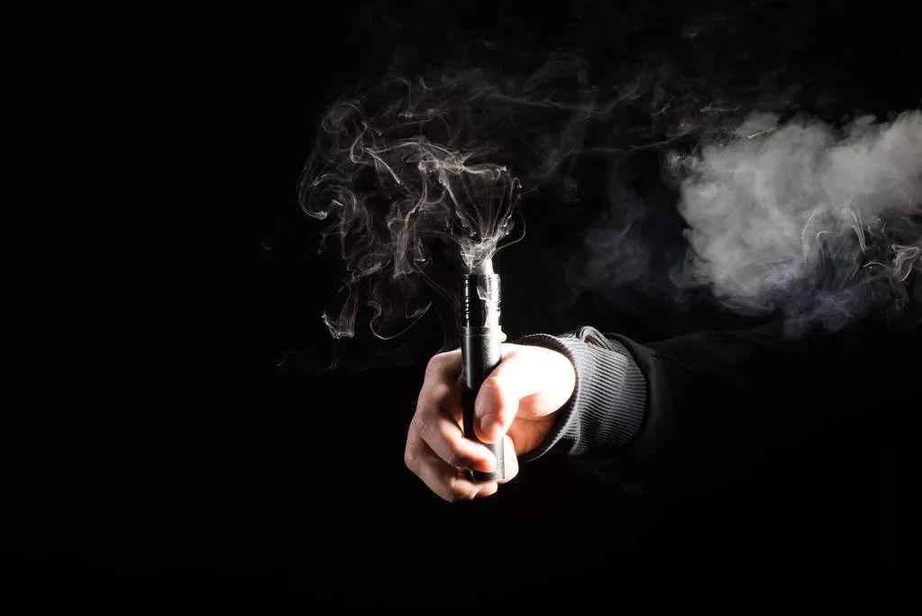 电子烟比传统香烟危害更大_电子烟危害比香烟大吗_电子烟香烟哪个危害更大